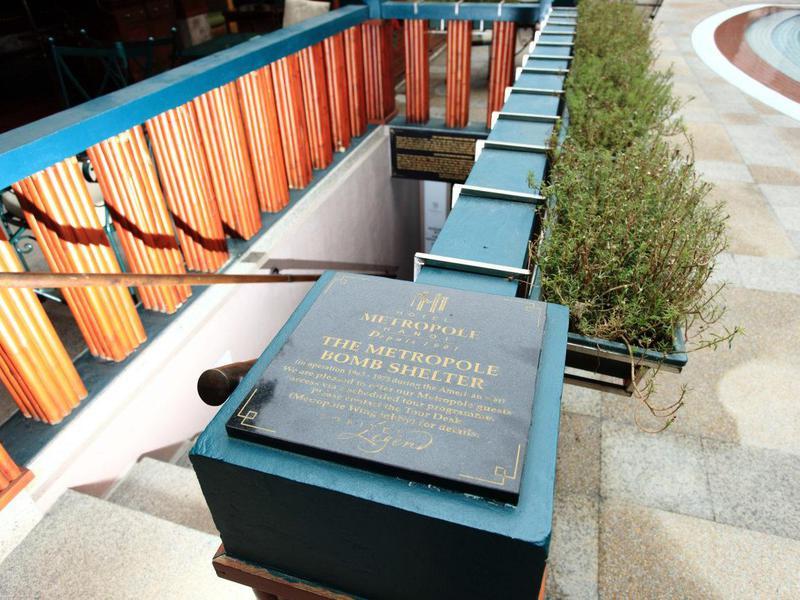 Con đường lịch sử nằm trong khách sạn Metropole