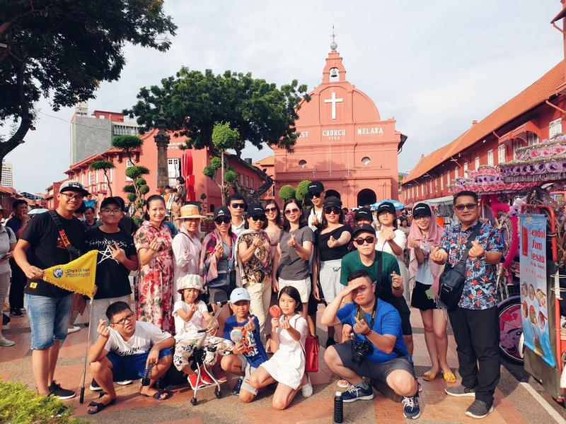 Khách du lịch trải nghiệm khám phá những  điểm đến thú vị nhất ở Singapore Malaysia cùng Hanoitourist