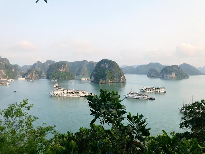 Quang cảnh vịnh Hạ Long qua một góc chụp đẹp